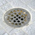Como evitar o mau cheiro vindo do ralo do banheiro?