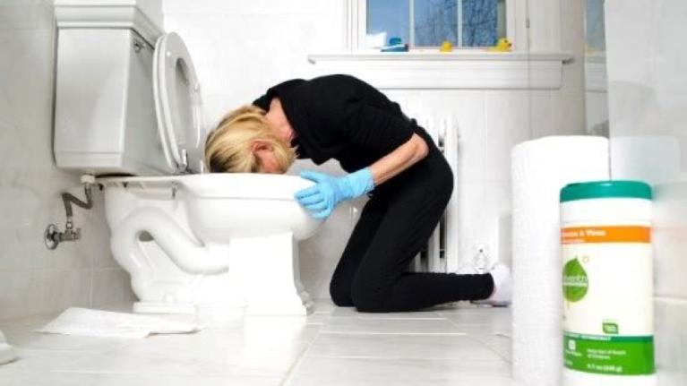 Como desentupir cano de esgoto do banheiro