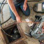 Qual a diferença entre o desentupimento por hidrojateamento e por cabo?